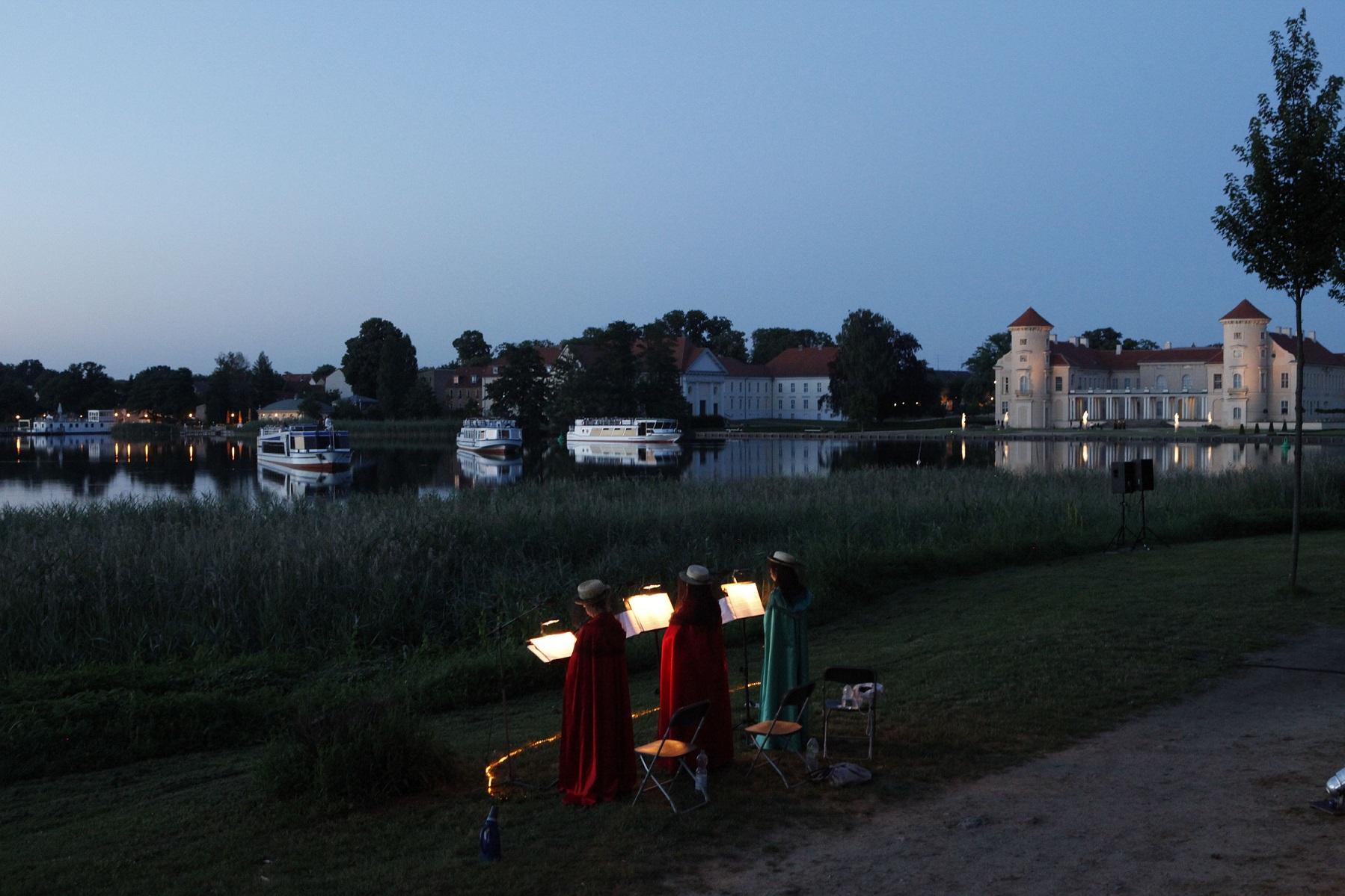Der Singende See mit Fahrgastschiffen der Reederei Halbeck